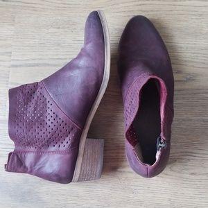 Hinge Leather Maroon Bootie